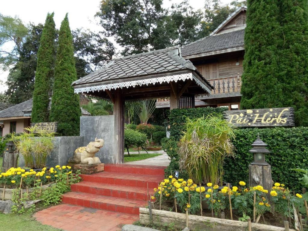 Отель Pai Herbs Resort, Пай