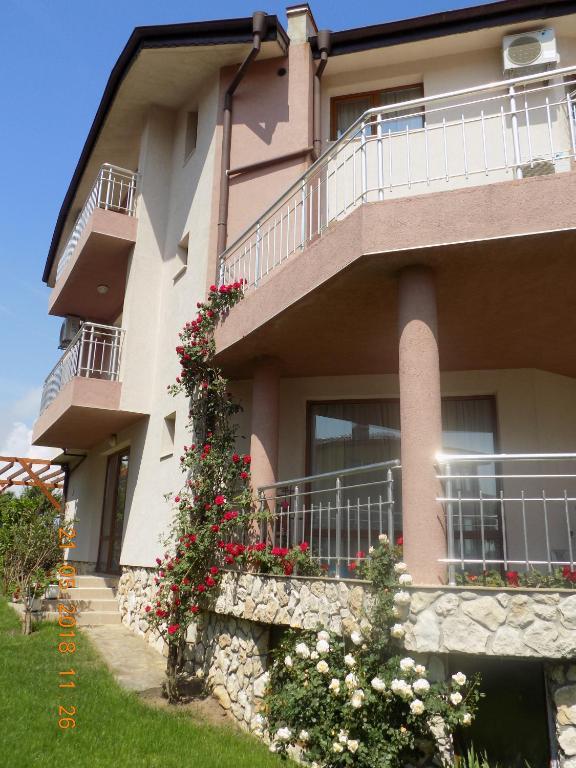 Zenith Guest House, Созополь, Болгария
