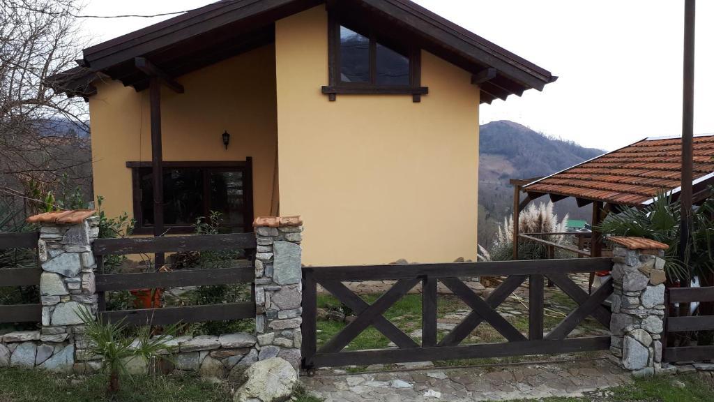Гостевой дом У Моря, Лоо