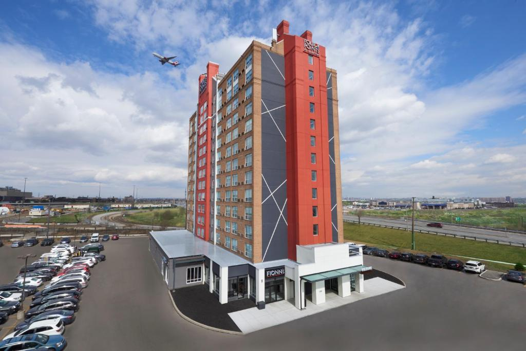Four Points by Sheraton Toronto Airport East, Торонто