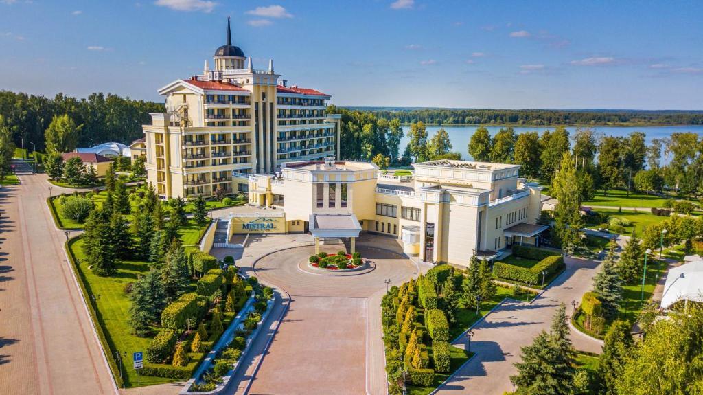 Спа-отель Мистраль, Рождествено