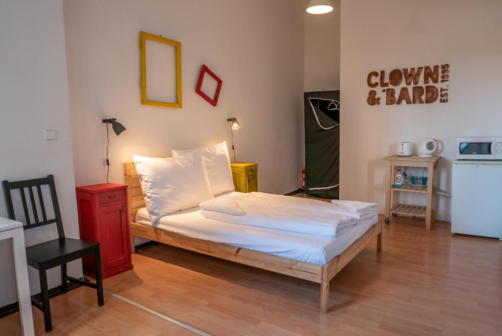 Хостел Clown and Bard, Прага