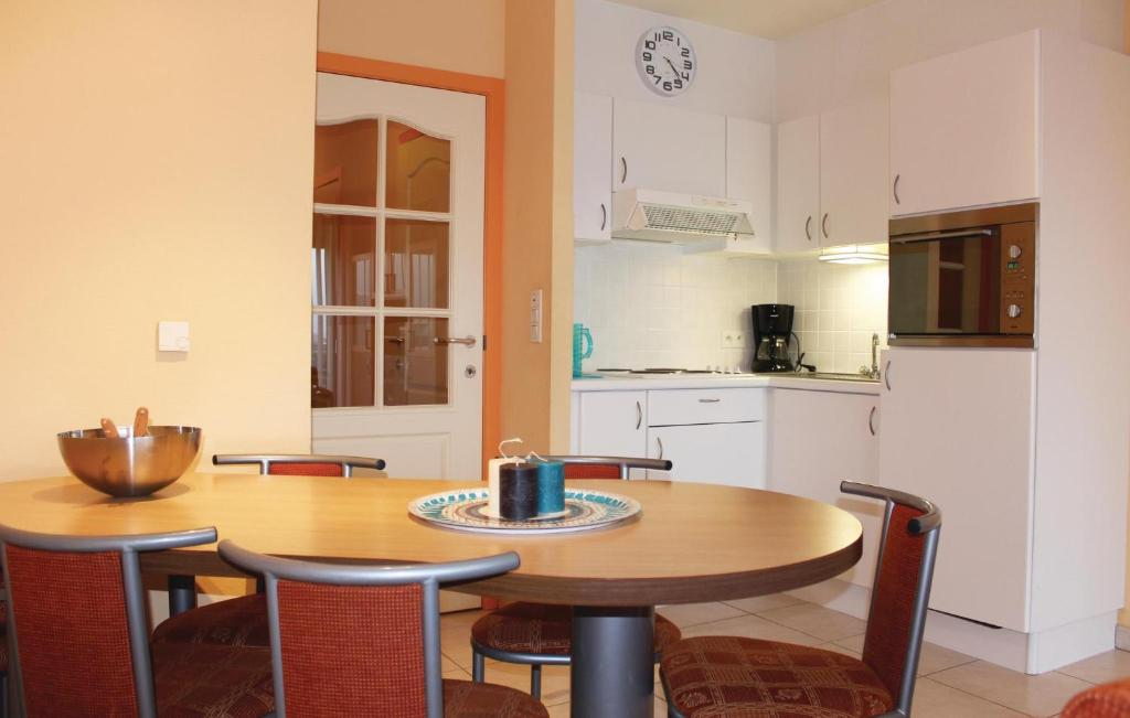 Apartment Residentie Zeezicht ref 28, Остенде, Бельгия