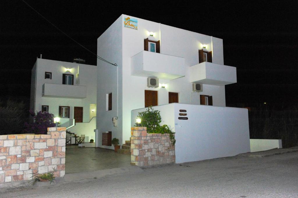 Апартаменты Vythos, Адамас