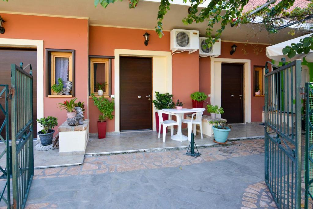 Апартаменты Panos Apartments, Бенитсес