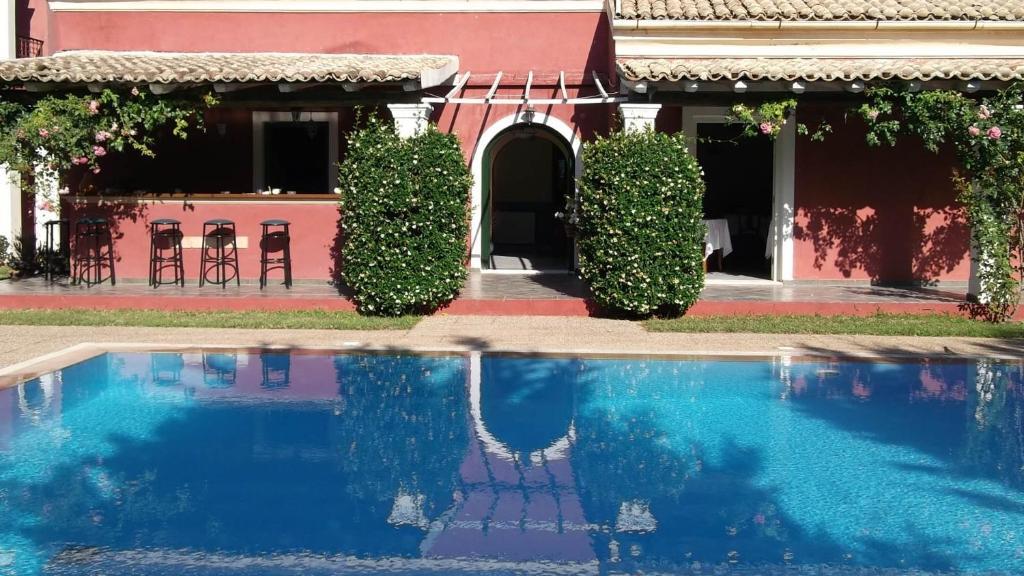 Villa De Loulia, Перуладес