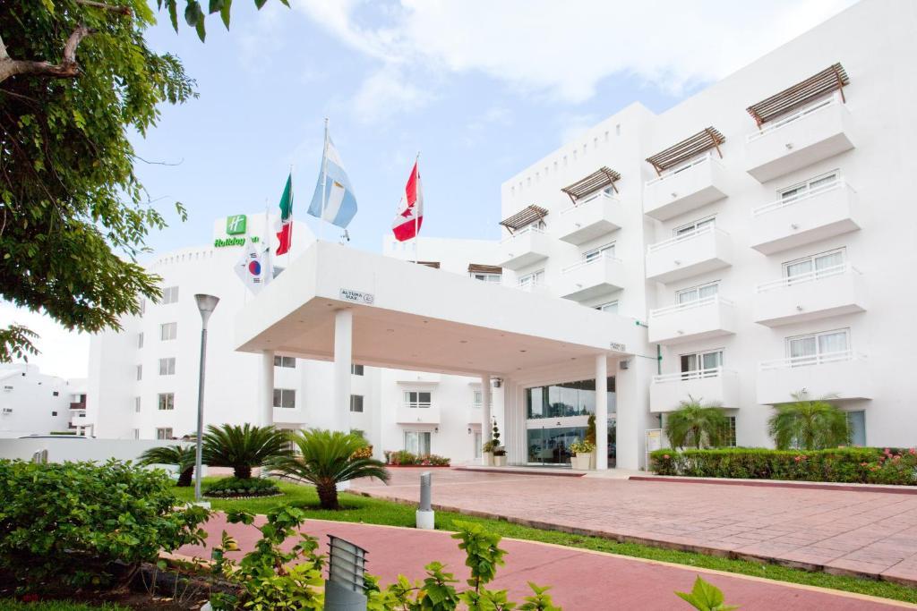 Holiday Inn Cancun Arenas, Канкун, Мексика