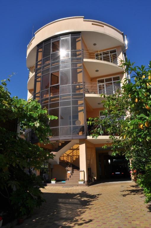 Гостевой дом Leo Grand, Адлер