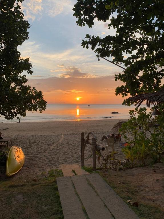 Гостевой дом Sun Smile Beach Koh Jum, Кох-Юм