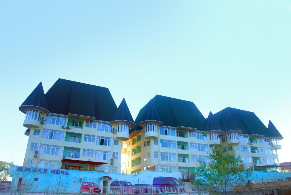 Отель Южная Ночь, Вардане