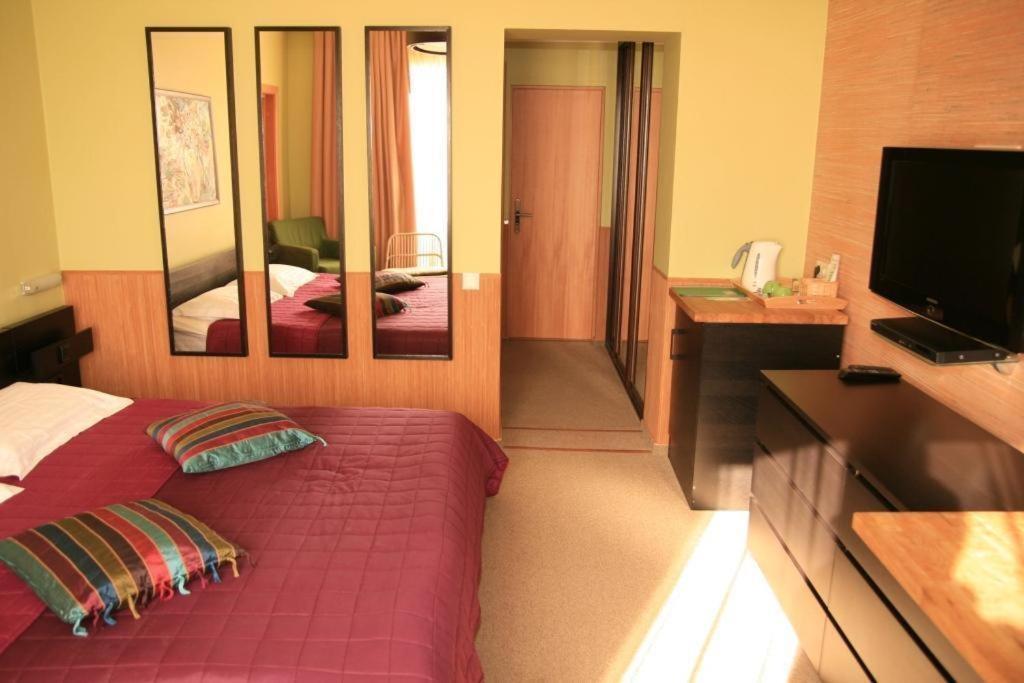 Отель Green Apple, Небуг