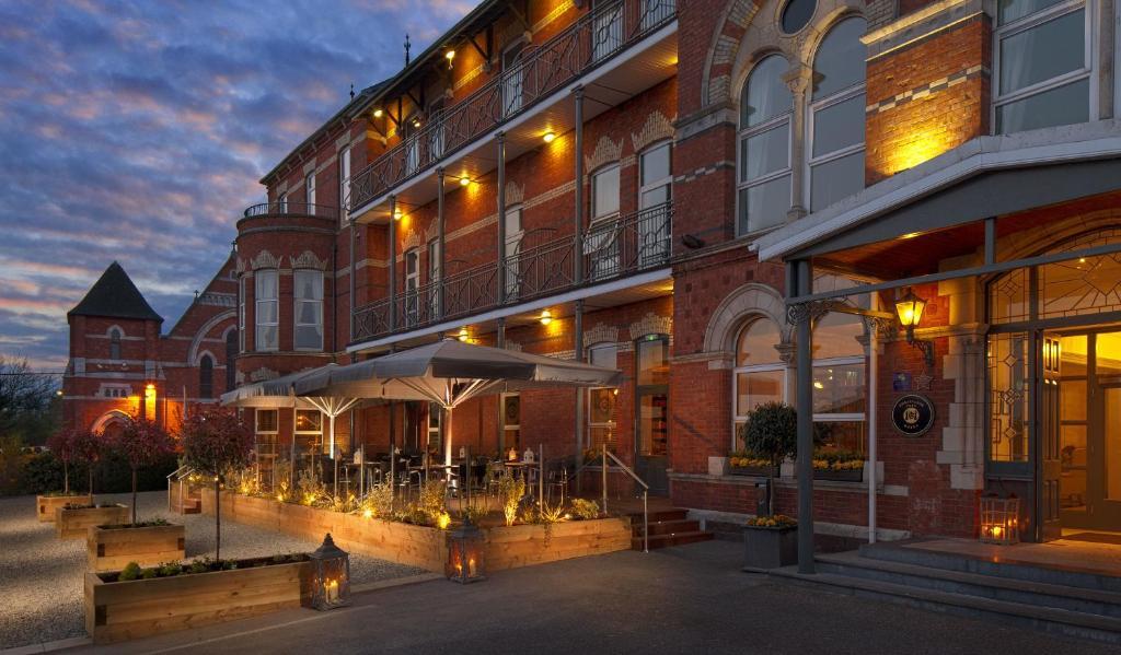 Ambassador Hotel & Health Club, Корк