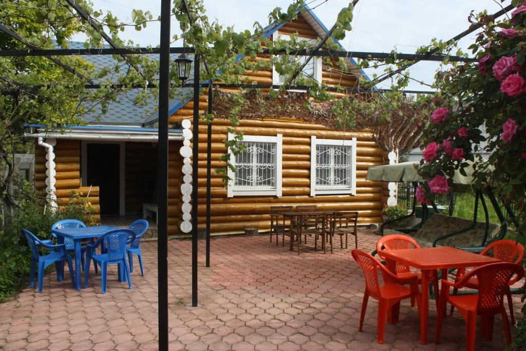 Отель Blue Roof Holiday Home, Пицунда, Абхазия