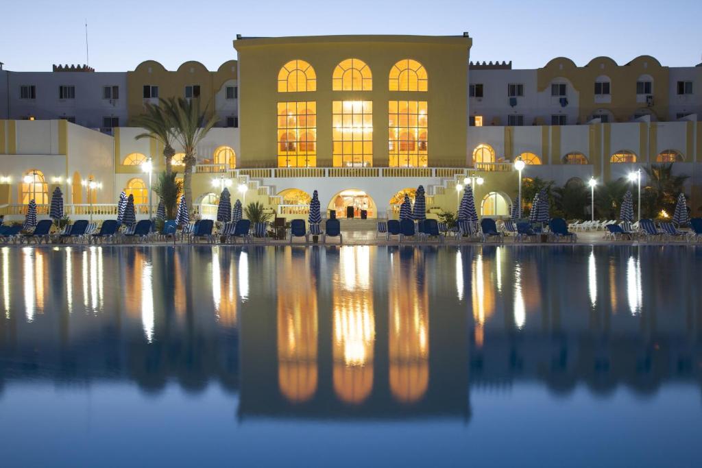 Недорогие отели Агира
