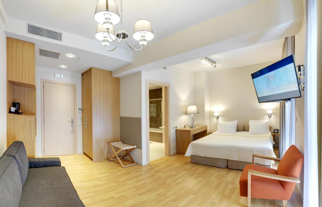 Отель Phidias Piraeus Hotel, Пирей