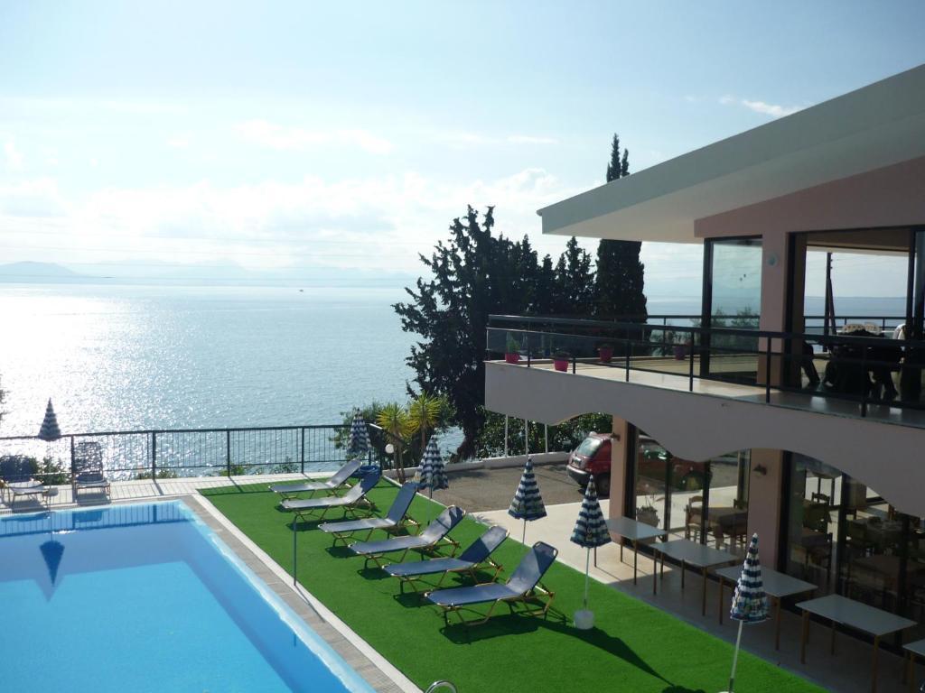 Отель Karina Hotel, Бенитсес