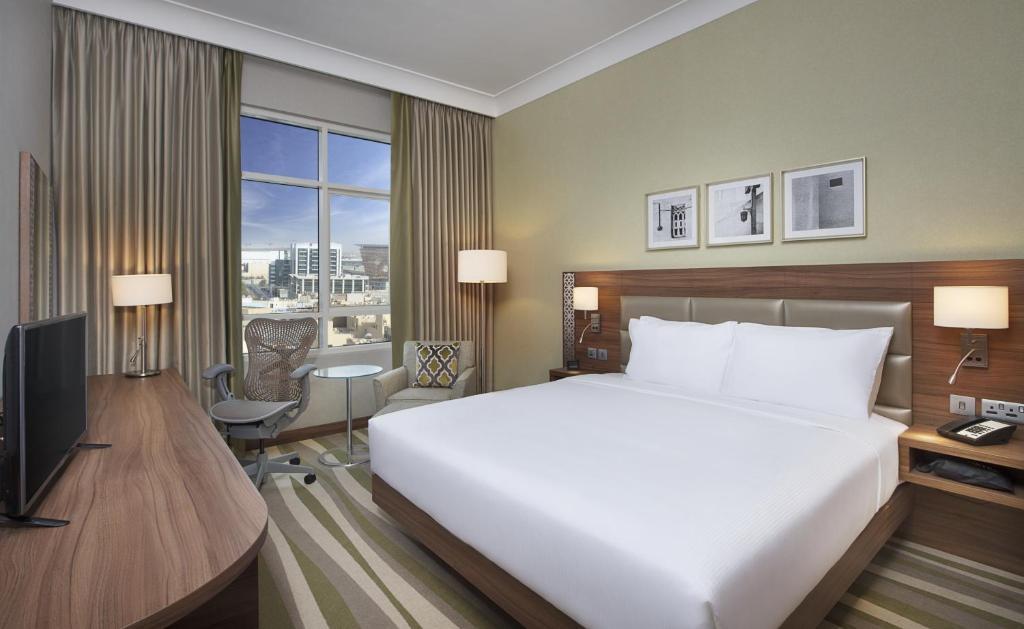 Hilton Garden Inn Dubai Al Muraqabat, Дубай, ОАЭ