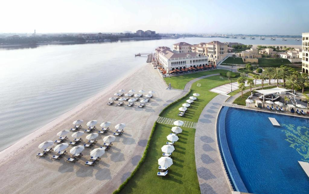 The Ritz-Carlton Abu Dhabi, Grand Canal, Абу-Даби, ОАЭ