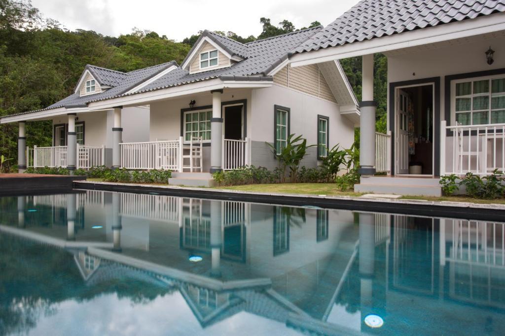 Курортный отель Suksompong Resort, Кхаулак