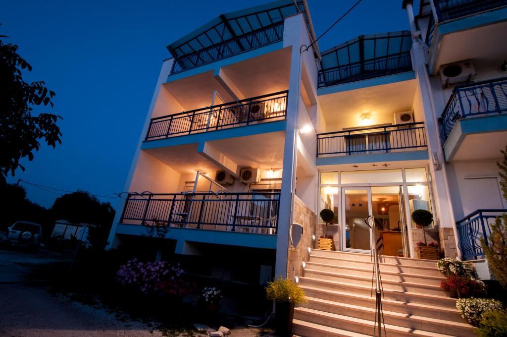 Апарт-отель Studios Maria, Потос