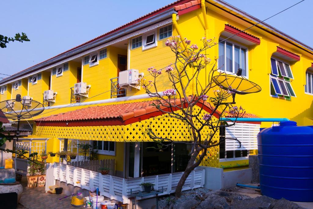 Гостевой дом Rak Ban Kerd House, Ко Сичанг