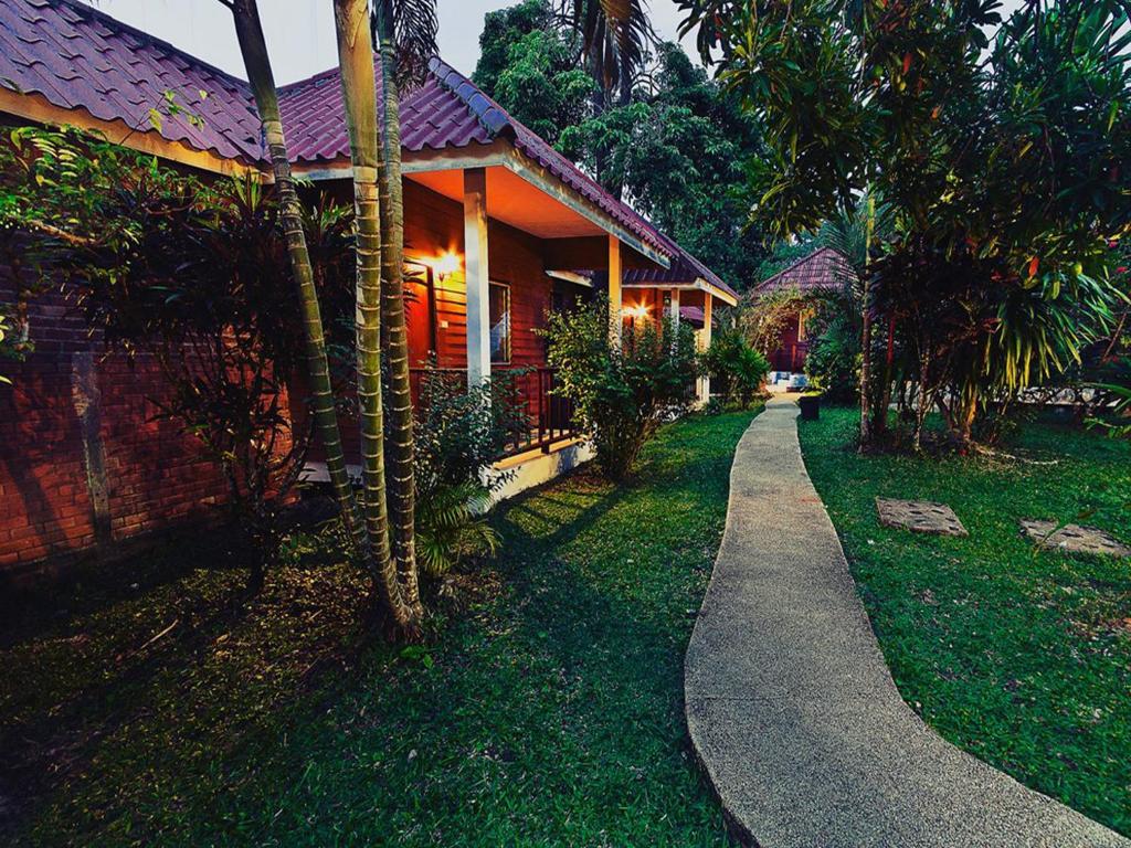 Курортный отель Krathom Khaolak Resort, Кхаулак
