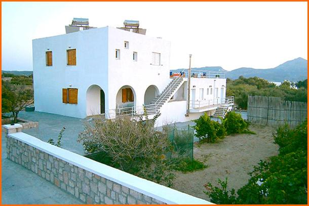 Гостевой дом Iremia Rooms, Адамас