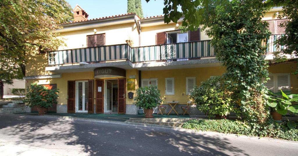 Forgotten Garden Apartments and Rooms, Порторож, Словения