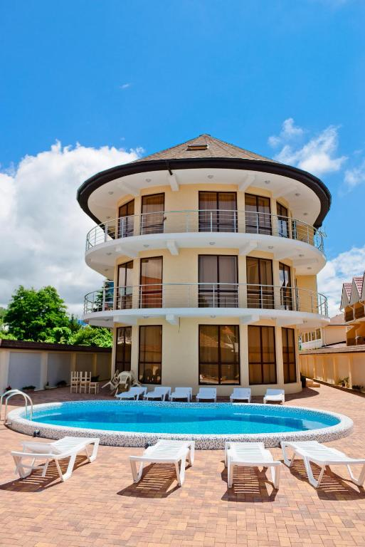 Отель Континент, Вардане