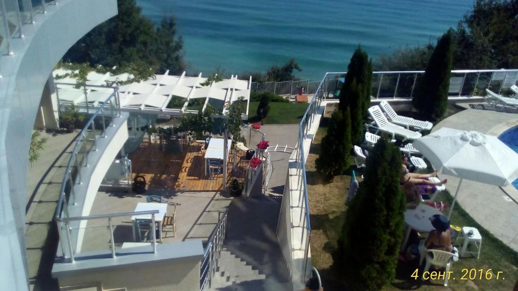 Silver Beach Apartments