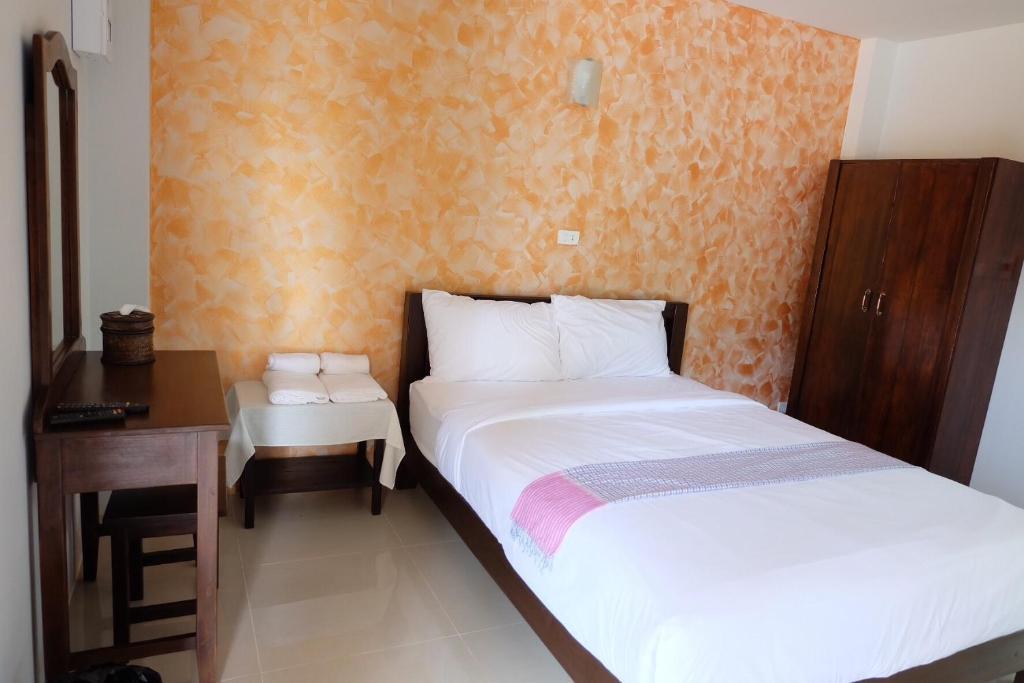 Отель Benya Hotel, Нан