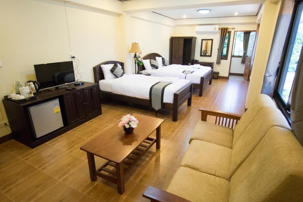 Отель NanBaanKhun Hotel, Нан