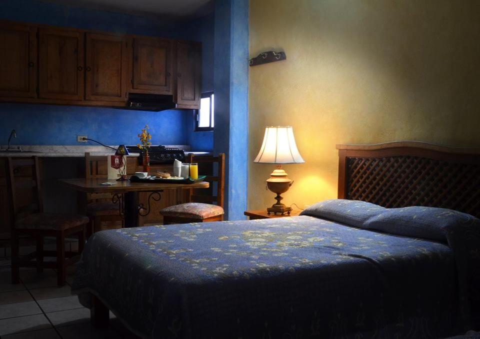 Отель Hotel Las Fuentes, Лос-Мочис