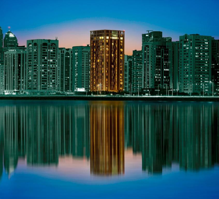 Hala Arjaan by Rotana, Deluxe Hotel Apartments, Абу-Даби, ОАЭ
