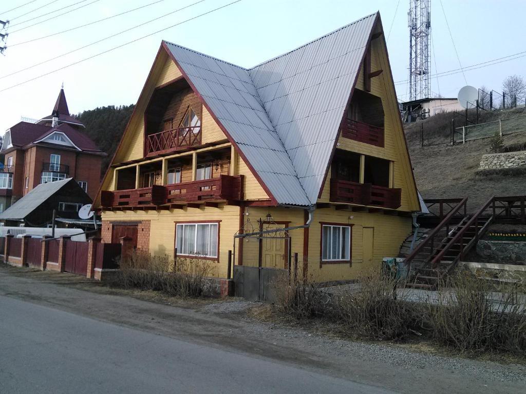 На ул. Горького, Листвянка