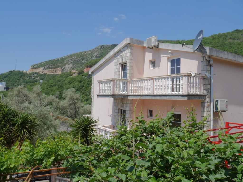 Guest House Almond, Будва, Черногория
