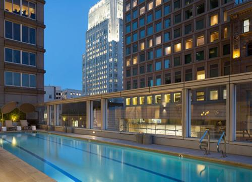 Global Luxury Suites in SoMa