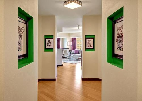 Newmark Pike Place Market Retreat - Two Bedroom Apartment