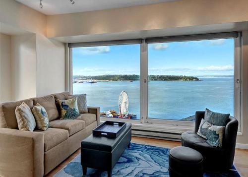 Newmark Elliott Bayview Luxury Suite - Two Bedroom Apartment