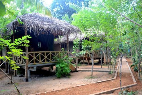 Riverside Camping Udawalawa