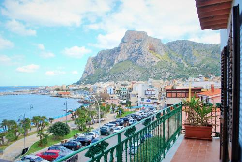 Seafront Apartment Sferracavallo